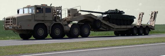 танк на трейлере