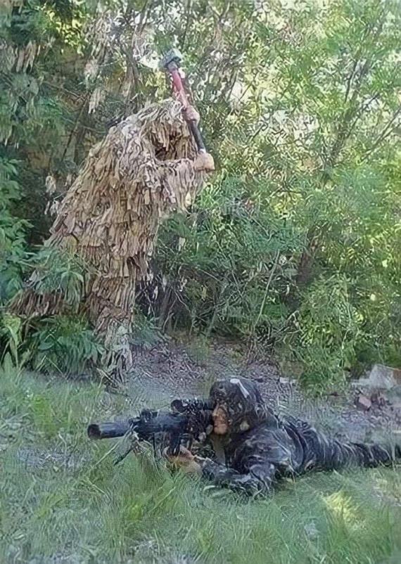 Два снайпера, один из них в опасности